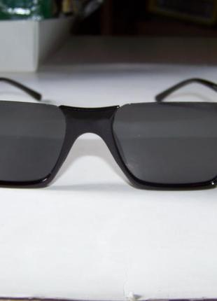 Полуободковые прямоугольные черные солнцезащитные очки с серой дымчатой линзой7 фото