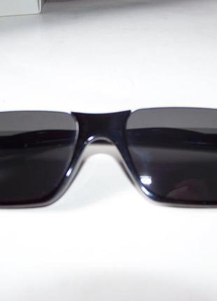 Полуободковые прямоугольные черные солнцезащитные очки с серой дымчатой линзой8 фото