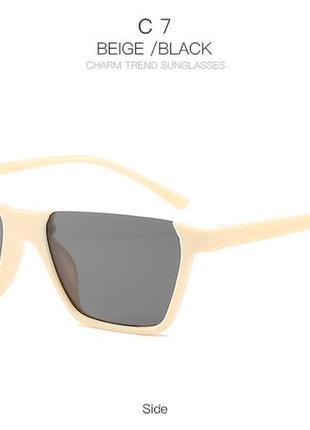 Полуободковые прямоугольные бежевые солнцезащитные очки с серой дымчатой линзой2 фото