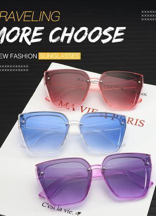 Солнцезащитные розовые очки-трапеции с дымчатой линзой-накладкой3 фото