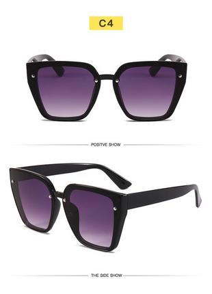 Солнцезащитные черные очки-трапеции с дымчатой линзой-накладкой