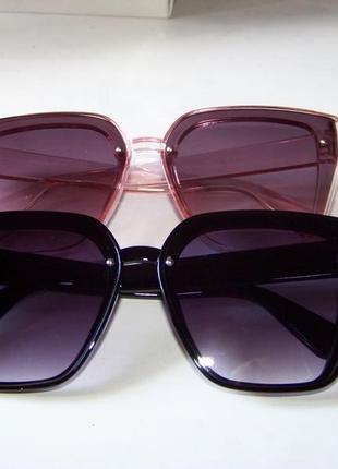 Солнцезащитные черные очки-трапеции с дымчатой линзой-накладкой3 фото