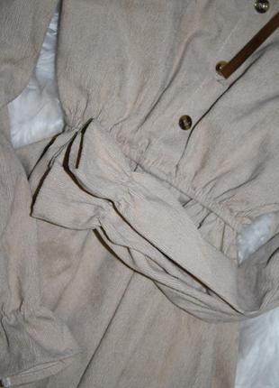Вельветовое бежевое платье с бантиком4 фото