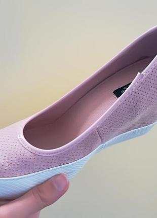 Розовые женские туфли на танкетке в спортивном стиле 38 размер vices