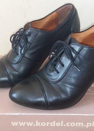 Закрытые туфли на шнурочке