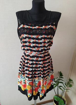 Легкое платье с кружевом