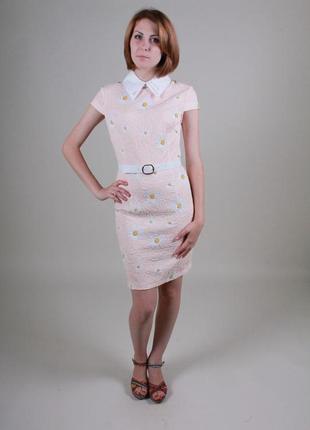 Платье персикового цвета в ромашках 46.