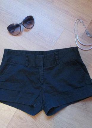 Черные короткие шорты