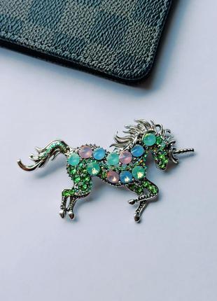 Брошь - кулон большая в виде единорога,с кристаллами, брошка крупная единорог, лошадь