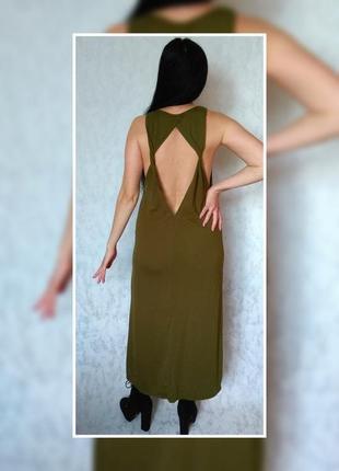 Довга трикотажна сукня з шикарною відкритою спиною.