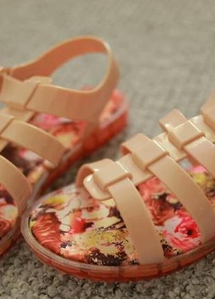 Женские сандалии р.36