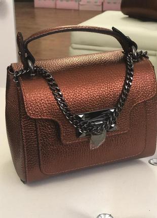 Женская кожаная сумка на цепочке италия