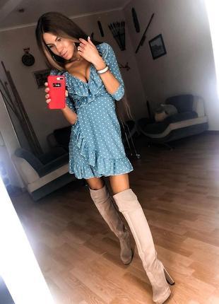 Платье в горошек с рюшами