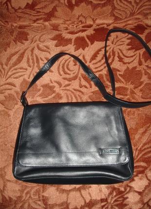 Кожаная фирменная новая стильная сумка темно синяя