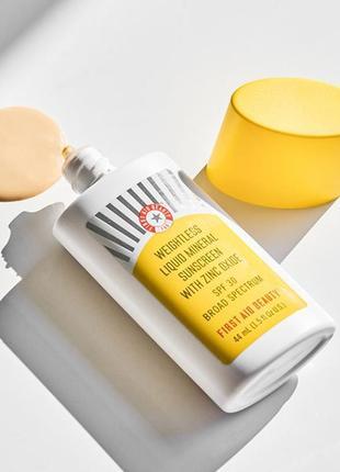 Классный крем с эффектом сс  fаb weightless liquid mineral sunscreen with zinc oxide spf30