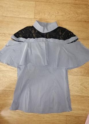Блуза нарядная с кружевом голая рука футболка