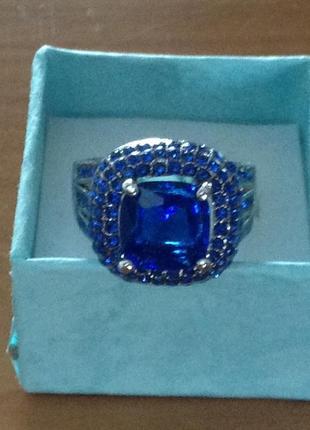 Ну оооочень красивое кольцо с лондон блу топаз     размер 18-18.5