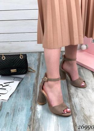 Босоножки с широкой лямкой, закрытой пяткой, ремешок, босоножки на каблуке, туфли