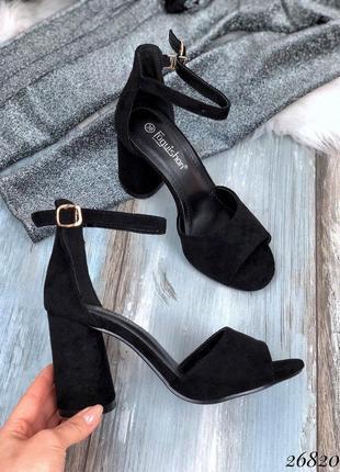 Босоножки с широкой лямкой, закрытой пяткой, ремешок, стильные босоножки на каблуке, туфли