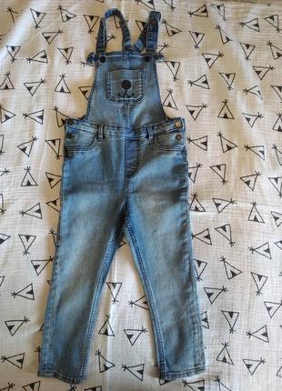 Новый джинсовый комбинезон 3-4г.