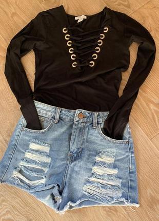 Классный чёрный боди с переплётами на груди/шнуровка