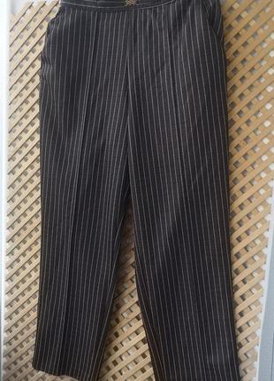 Стильные классические брюки в полоску