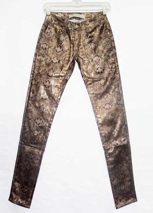 Новинка. классные брюки джинсы, принт питона. новые, все р-ры 25-30