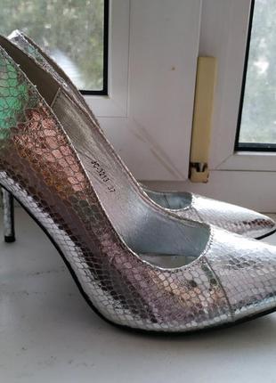 Шикарные туфли лодочки, металический или серебряный цвет