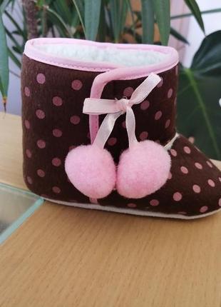 Нові, теплі черевички на липучці (пінетки) коричневі на м'якій підошві для дітей