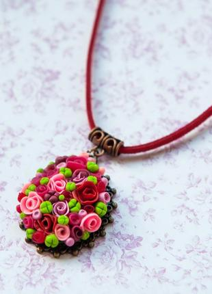 Кулон цветы красивый подвеска украшение на шею миниатюра розовый красный зелёный