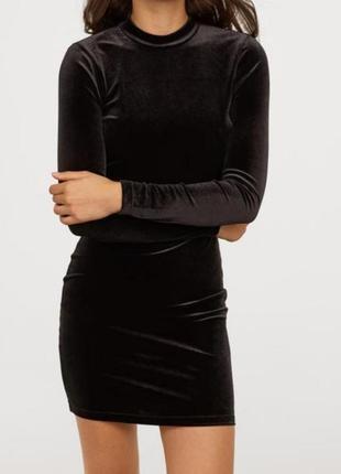 Бархатное платье с открытой спиной