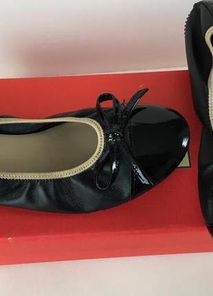 Новые кожаные балетки с лаковым носком