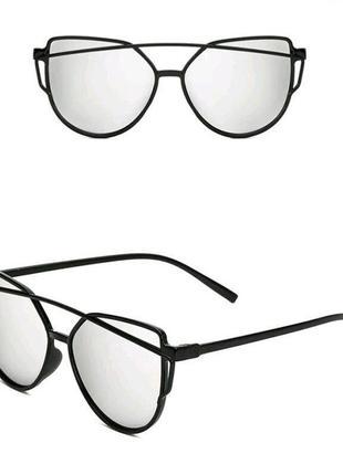Серебряные зеркальные солнцезащитные очки нестандартной формы