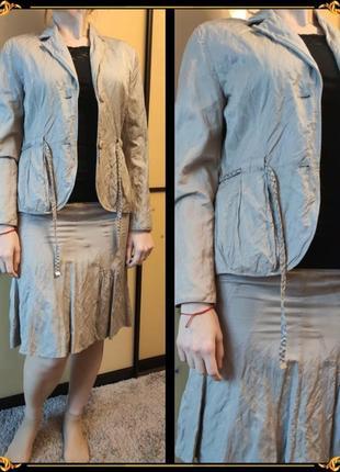 Женственный костюм цвета хаки/олива пиджак и юбка