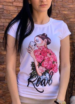Женская стильная футболка cо стразами