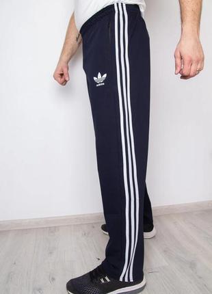Мужские спортивные штаны с лампасами.