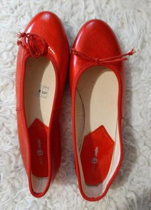 Лакированные блестящие алые красные туфли балетки ,39р-р.