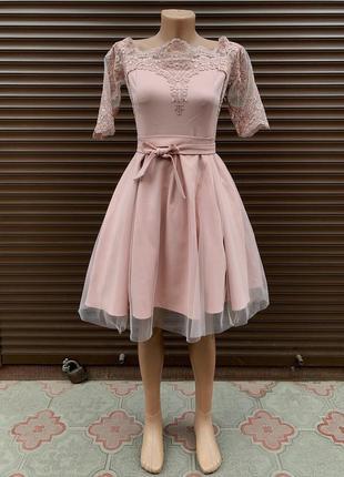 Розширене плаття з кружевом