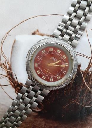 Часы зим шайба ссср с металлическим браслетом советские