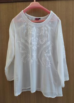 С ш а .белая   шифоновая блуза с изысканной вышивкой. liv