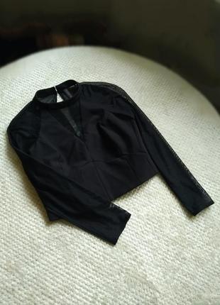Шикарная черная укороченная блуща с длинным прозрачным рукавом сеткой , топ .