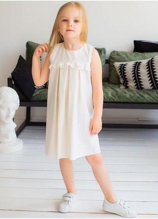 Красива дитяча сукня з рюшею