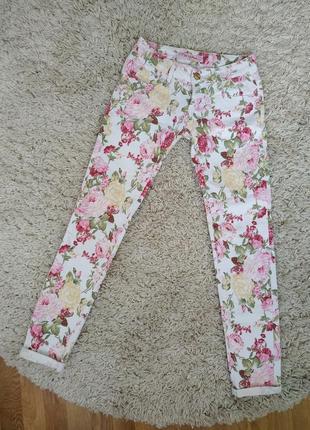 Літні джинси з квітковим принтом