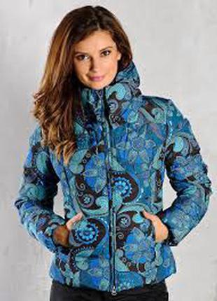 Яркая куртка для модниц