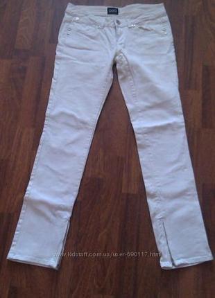 Белые джинсы oggi 44 размер. состояние новых!