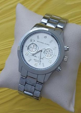 Модные женские наручные часы классного качества