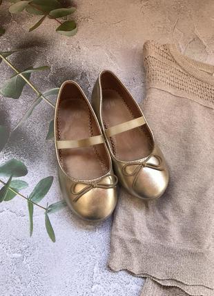 Чудові туфлі для дівчинки н&м чудовий стан 27 розмір