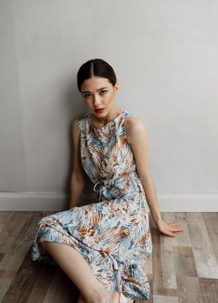 Романтичное платье миди с оборкой
