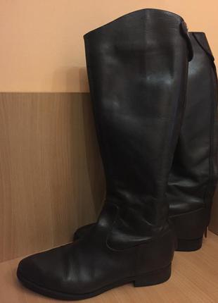 Темно-коричневые кожаные сапоги guess