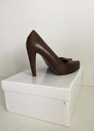 Эффектные туфли из натуральной кожи от other stories